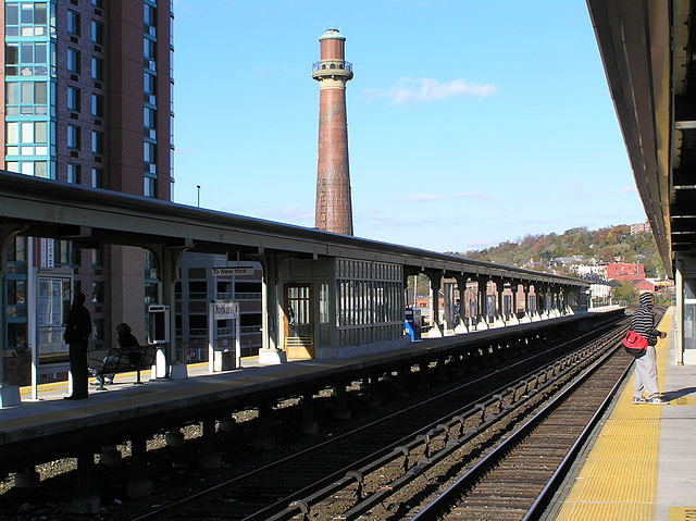 640px-Yonkers_Metro_North_Stop_2012